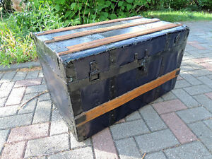 Steamer trunk, Coffee table, Antique trunk, Antique chest. London Ontario image 4