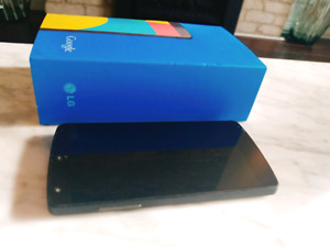Nexus 5 for freedom mint condition!