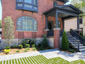 Deluxe Century Home in Downtown Collingwood