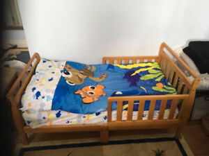 Toddler bed mattress and sheets