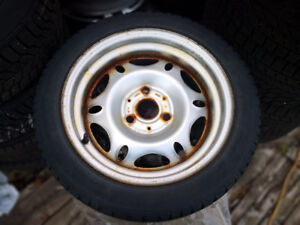 2006 SMART 1755515 CONTINENTAL WITER TIRE WITH RIMS