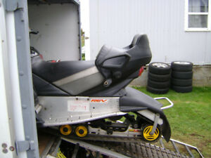 ***UP SEAT TO FIT 2003 MXZ REV CHASSIS WITH BEAVER TAIL STYLE***