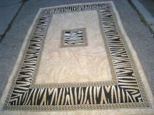 Barely used beautiful Large Area Rug in excellent clean conditio