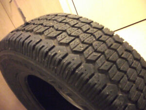 Pneus d'hiver 205 75 R14 , 4 snow tires , 4 winter tires