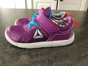 Kids size T9 shoes