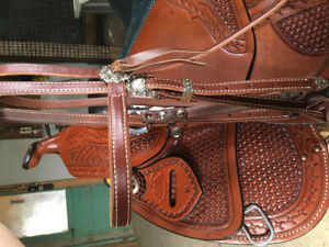 Like NEW: Sierra reining saddle and bridle