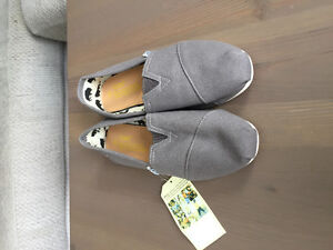 Brand new TOMS shoes - size 9