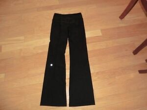 LuluLemon Reversable Groove Pants Size 4