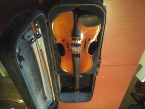4/4 violin with 2 bows