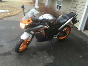 Nice 2011 Honda CBR125R motorcycle for sale