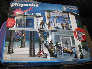 PLAYMOBIL POLICE STATION   #5182  NEW SEALED   IN BOX