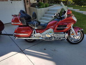 2001 RED Honda Gold Wing in great shape looking for a new home