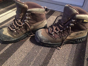 Women's hiking boots- Size 7
