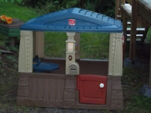 Little Tykes Neat and Tidy Playhouse