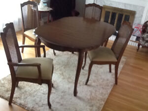 Dinning Room Table with Four Chairs