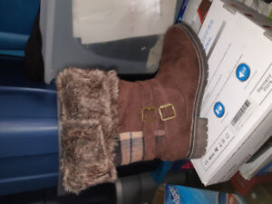Brandnew Women's Size 8 Boots-very warm