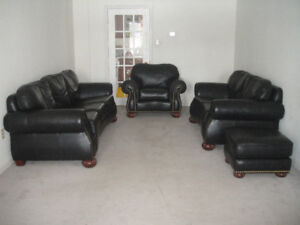 """4 pics """"Chesterfield""""high end leather sofa set, delivery availab"""