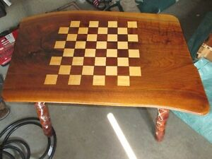 BEAUTIFUL SOLID HARD WOOD COFFEE TABLE CHESS DESIGN