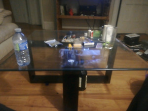 Kitchen table coffee table and 2 end tables forsale