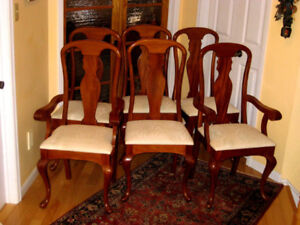 Top Condition: Solid Mahogany Queen Anne Dining Chairs, Table