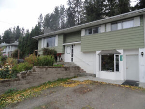 Pet Friendly 4 bedroom home in Glenrosa, West Kelowna