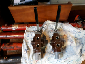 2 hydraulic  directional  control  valves