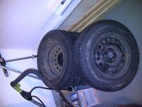 4 pneus d'hiver 14 pouces Toyo usagés sur jantes.