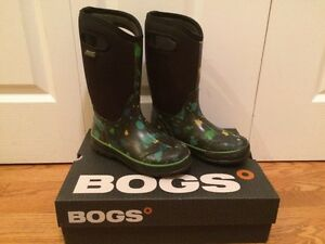 Kids Bogs - Size 4 Kingston Kingston Area image 1