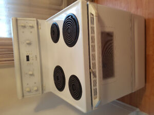 30 inch Beaumark white coil stove for sale***