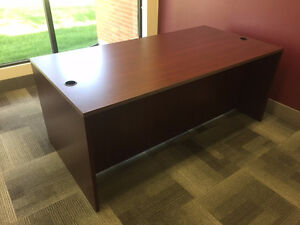 PRICE REDUCED! Executive desk in good condition