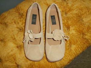 Women's shoes size 6 casuals