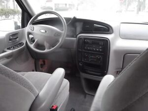 FORD WINDSTAR CAMIONNETTE FAMILIALE 2001