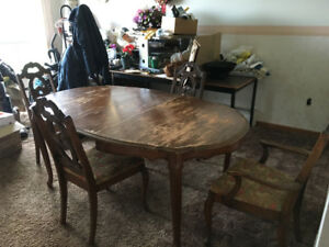 5 Piece Antique Style Dining Table with 4 Chairs