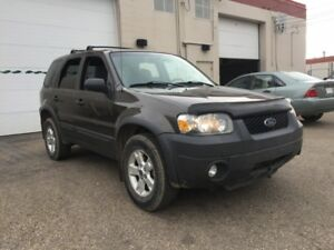 2007 Ford Escape XLT/ 6 months warranty included.