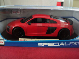 1/18 MAISTO/BURAGO DIECAST''17 AUDI R8 V10 PLUS RED/VENDU/SOLD