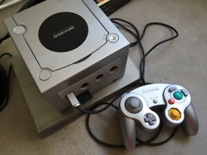 Nintendo Gamecube (and controller, three games)