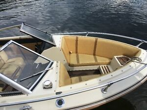 Doral BowRider- Excellent Condition, trailer included