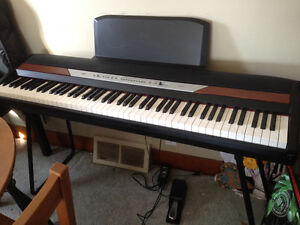 Electric keyboard, full size, excellent condition