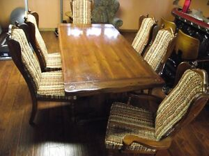 Solid Pine wood dining room table and 6  chairs .Reduced to $495 Peterborough Peterborough Area image 6