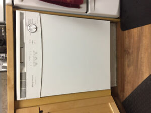 Frigidaire dishwasher ( works perfect) Good condition !!!!!