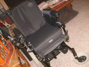 Smaller child/adult electric wheelchair everything works