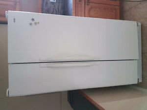 Kenmore Refrigerator side by side - White