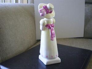 "Royal Doulton Figurine "" Lori "" HN2801 - Greenaway Collection Kitchener / Waterloo Kitchener Area image 3"