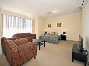 Studio apartment everything included close to public transport Coburg Moreland Area Preview