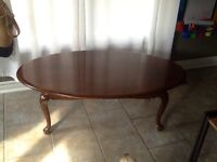 Round oval table