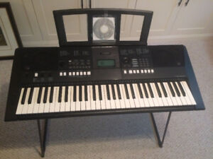 Yamaha PSR-E423 Keyboard with stand for sale