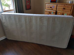2 Box spring *** LIKE NEW ** lit simple ou KING