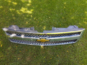 Chevrolet truck grill/Best offer London Ontario image 1