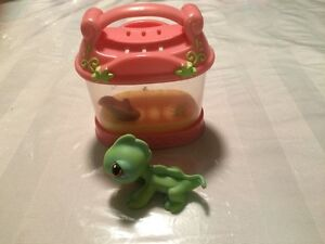 Littlest Pet Shop Lizard with pink cage