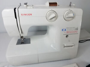 Singer sewing machine (reduced) great Christmas gift